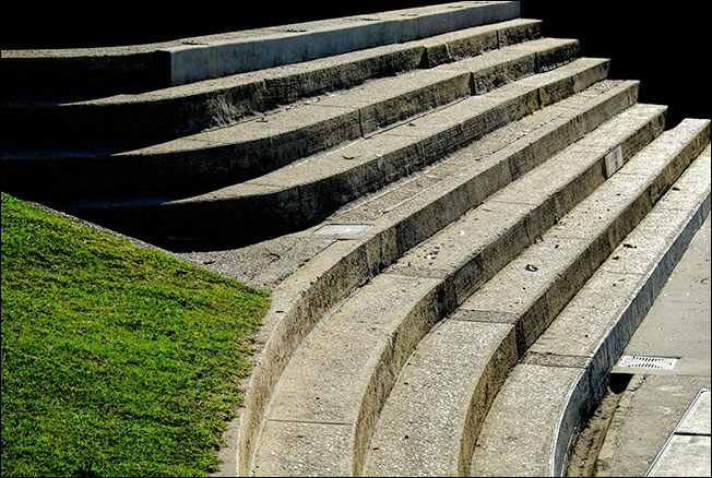 Seats and steps at the edge of the cataract gorge basin swimming pool