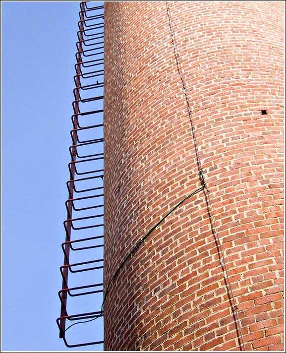 Vertical-Steps-on-the-chimney-of-the-pump-house-of-the-Mundaring-Kalgoorlie-pipeline