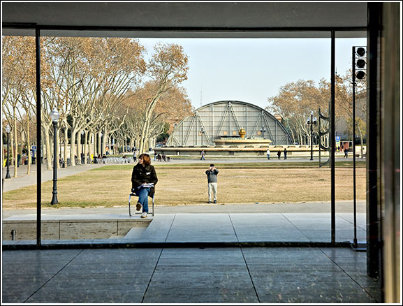 pp_0032-Guarding-the-Barcelona-Pavilion