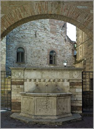 Roman-arch-with-fountain.jpg